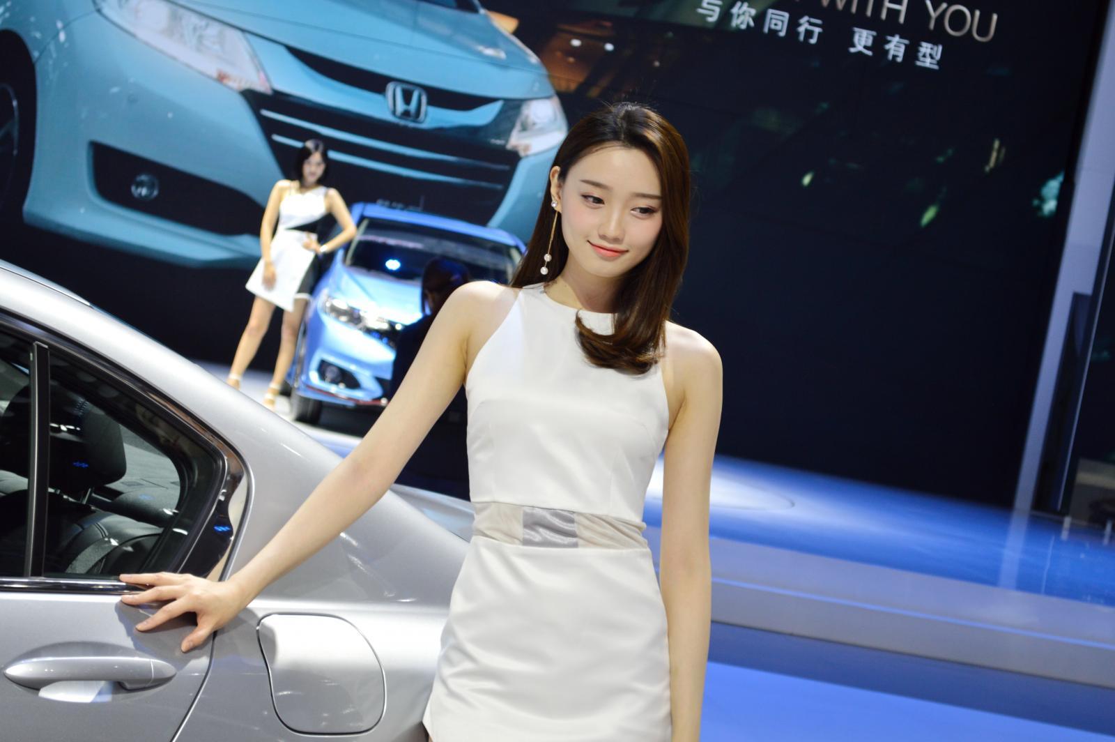 2017广州最美车模合集,今年去车展还是要锁定你们,哈哈