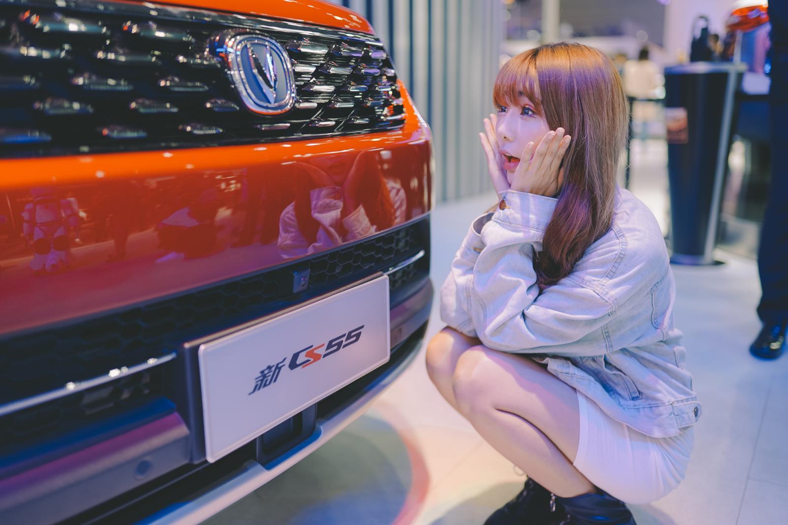 小姐姐带我去车展,你们觉得哪款车和她最般配?