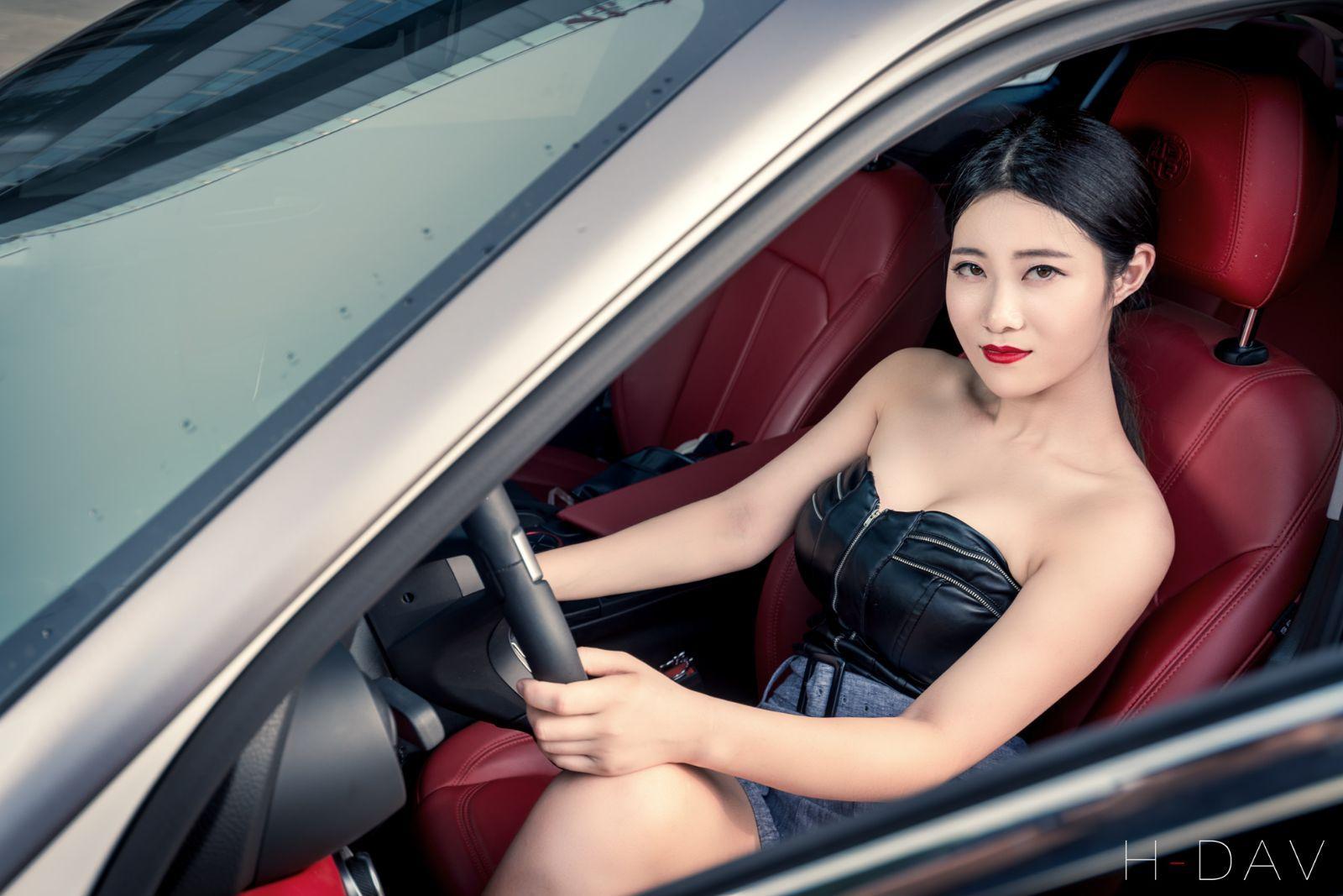 性感美女老板提车阿尔法罗密欧Giulia周年纪念