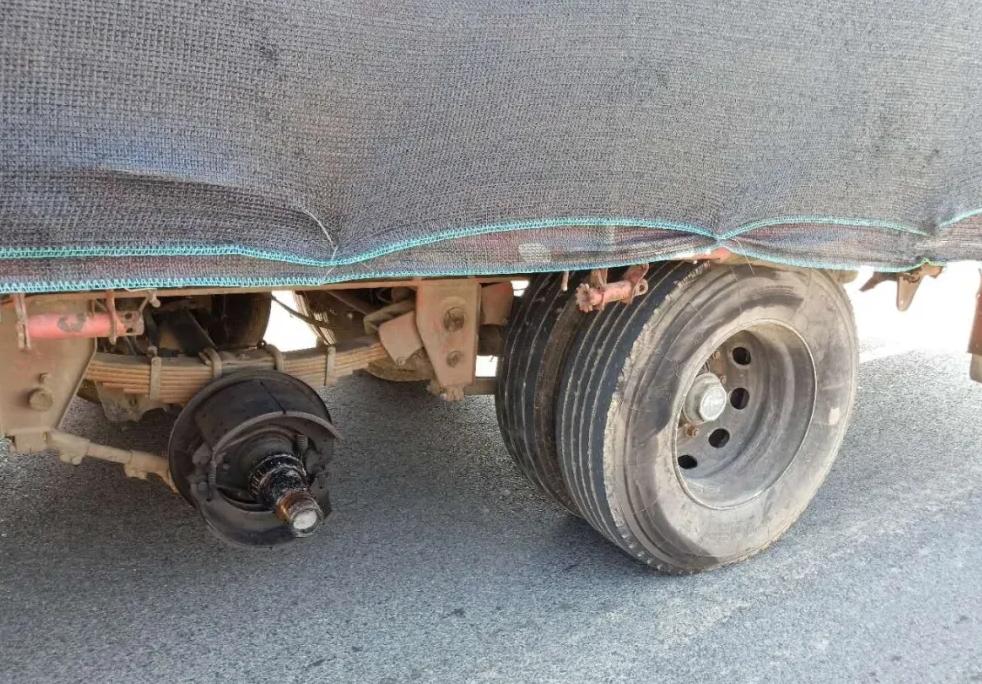 是什么原因导致轮胎脱落的?